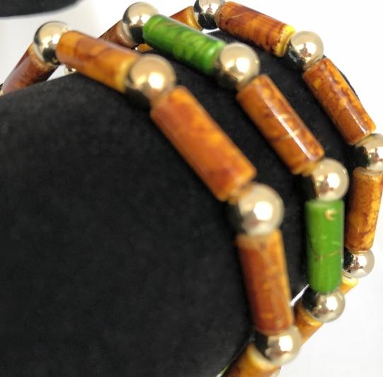 Armband i brunt och grönt