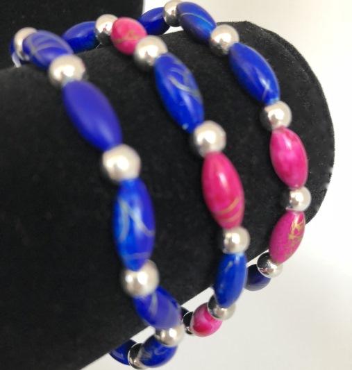 Armband i blått och cerise