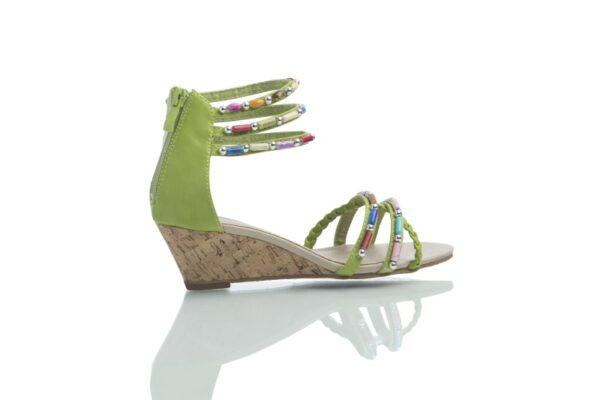 Produktbild, Cajsa limegrön, sandal med färgglada pärlor