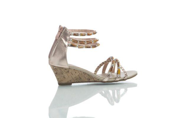Sandal i roséguld med snygga pärlor från Caribby