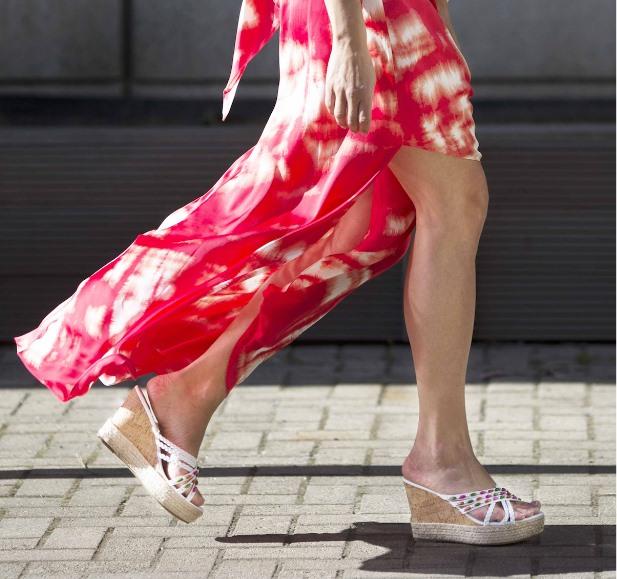Vita Curves blir jättefint till röd klänning! Caribbyshoes