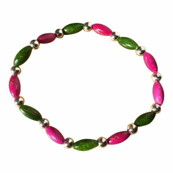 Armband i gröna och rosa pärlor