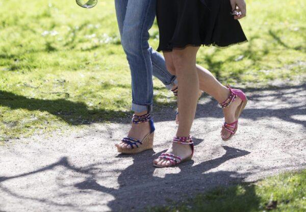 Day och Tess inspirationsbild. Sandaler med färgglada pärlor.