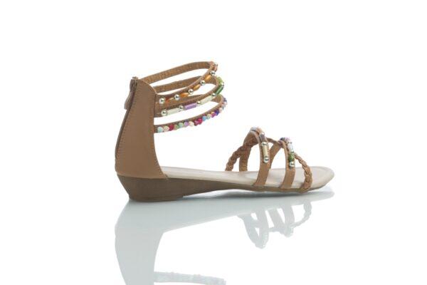 Bruna sandaler, Day med färgglada pärlor