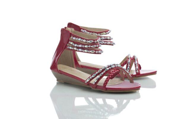 Produktbild på ett par röda Day, sandaler från Caribbyshoes.
