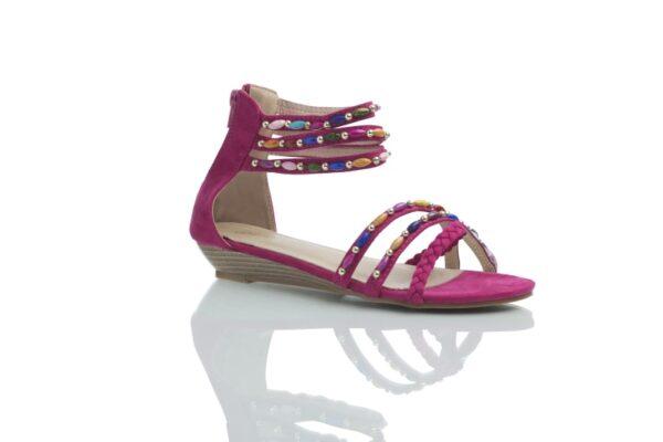 Sandal i fuchsia, Day med färgglada pärlor.